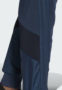 adidas Performance - FI Q2 BD MUST HAVES AEROREADY PRIMEGREEN SPORTS REGULAR PANTS - Tracksuit bottoms - blue - 3
