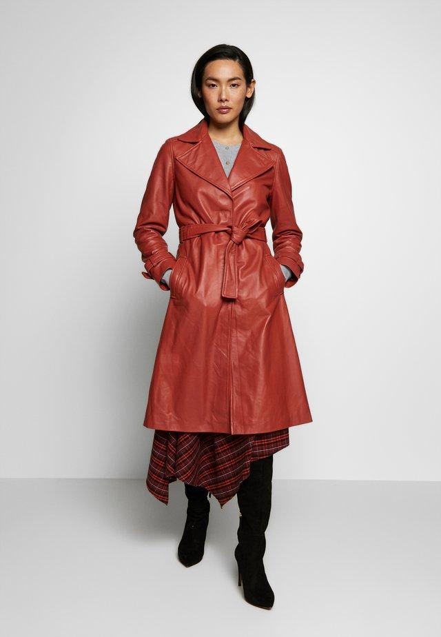RAZKIELLE - Short coat - bruschetta