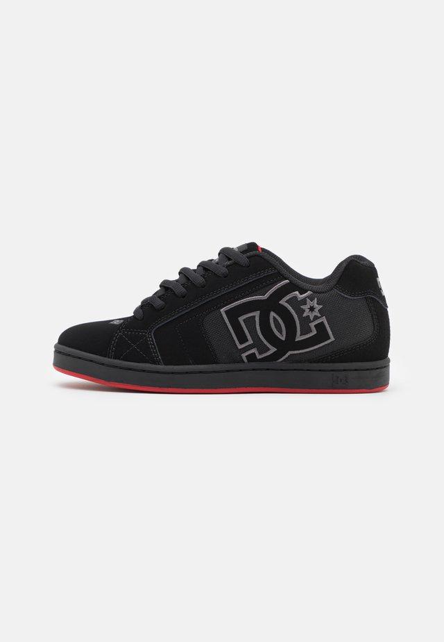 NET UNISEX - Skate shoes - black /red