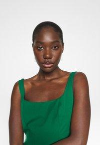Banana Republic - NECK SHEATH SOLID - Denní šaty - luscious green - 3