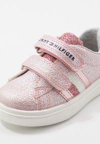 Tommy Hilfiger - Sneakersy niskie - pink - 2