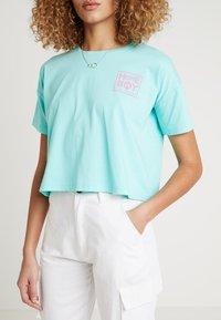 Homeboy - CATE T-SHIRT - T-shirts med print - aruba green - 4