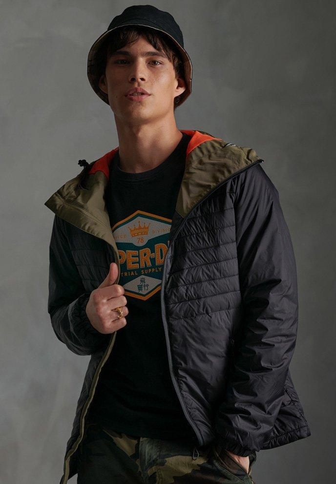 Bonne Vente Vêtements homme Superdry SUPERDRY DESERT ALCHEMY QUILTED JACKET Veste d'hiver black PALCc31B