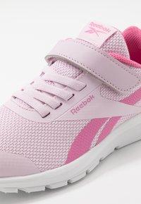 Reebok - RUSH RUNNER 2.0 ALT - Obuwie do biegania treningowe - pixel pink/posh pink /white - 2