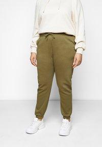 Pieces Curve - PCCHILLI PANTS - Trousers - martini olive - 0