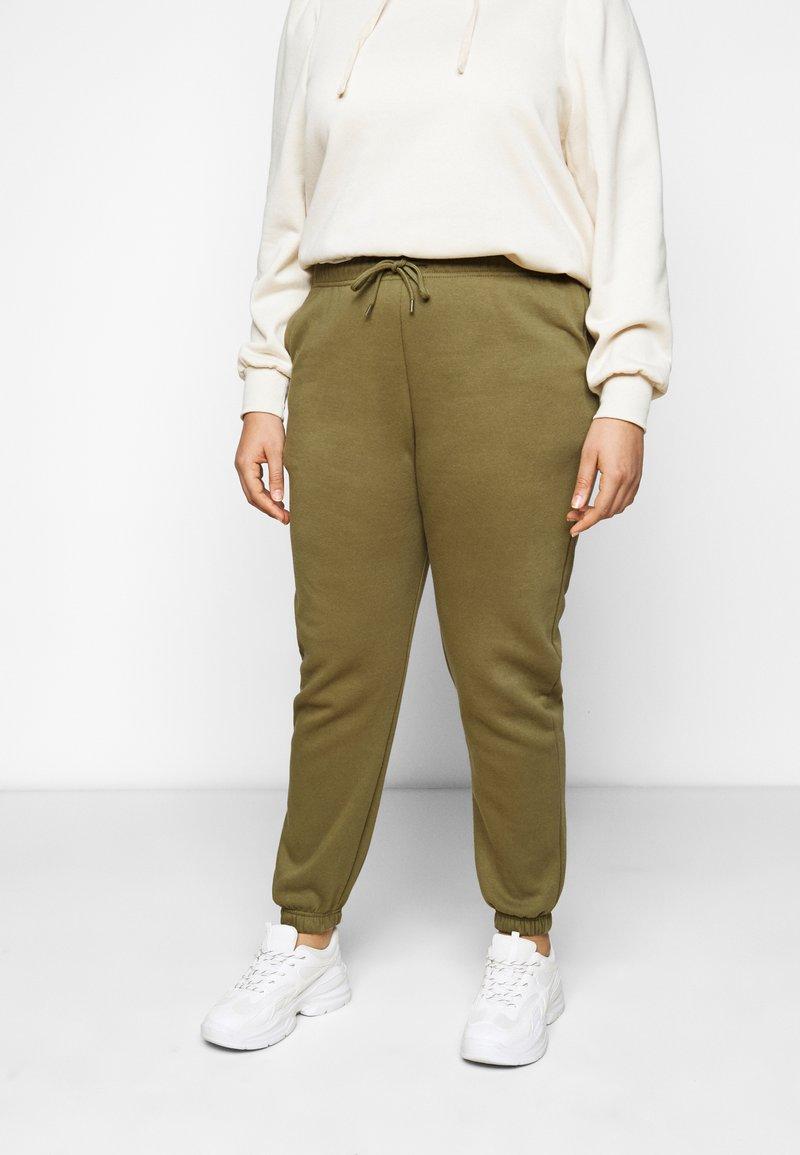 Pieces Curve - PCCHILLI PANTS - Trousers - martini olive