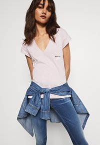 Replay - Print T-shirt - quartz rose - 4