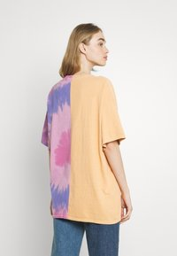 BDG Urban Outfitters - SPLICED TIE DYE DAD TEE - Print T-shirt - pink - 2