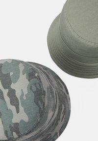 Name it - NKMBOJAN HAT 2 PACK UNISEX - Klobouk - deep lichen green - 2