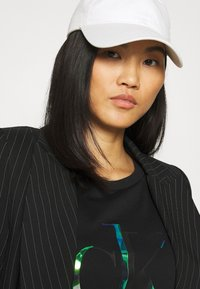 Calvin Klein Jeans - DISTORTED IRIDESCENT TEE - Print T-shirt - black - 3