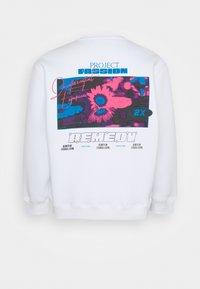 Topman - BIG REMEDY PRINT  - Sweatshirt - white - 1