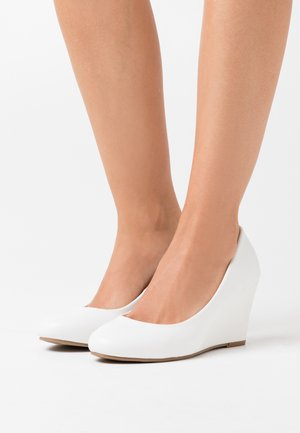 WIDE FIT WATERLILY NEW - Wedges - white