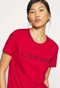 Calvin Klein - CORE LOGO - Print T-shirt - tango red - 4