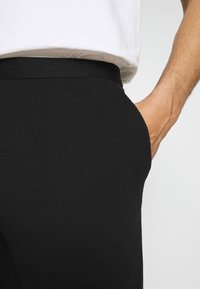 Pier One - LOUNGE HENLEY SHORTS - Pyjama bottoms - black - 4