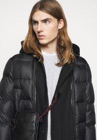 Neil Barrett - HYBRID PUFFER DUFFLE COAT - Zimní kabát - black - 3