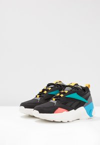 Reebok Classic - AZTREK DOUBLE POPS LIGHT CUSHION SHOES - Tenisky - black/alloy/teal - 4
