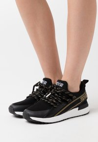 Versace Jeans Couture - Sneakers basse - nero - 0