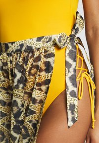 Wolf & Whistle - TIGER AND CHAIN ANIMAL BEACH SKIRT - Complementos de playa - brown - 2