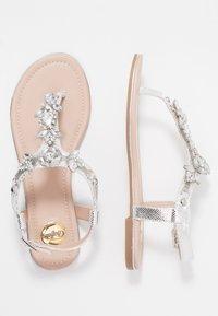 Buffalo - Sandály s odděleným palcem - metallic silver - 3