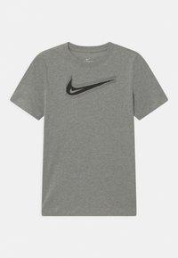 Nike Sportswear - UNISEX - Triko spotiskem - dark grey heather - 0