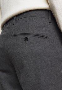 J.LINDEBERG - GRANT MICRO STRUCTURE PANTS - Chinos - dark grey - 4