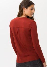 BRAX - STYLE CLARISSA - Long sleeved top - cinnamon - 2