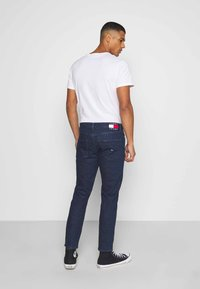 Tommy Jeans - DAD JEAN STRAIGHT - Jeans straight leg - oslo dark blue com - 2