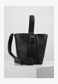 Pieces - PCBEA SHOPPER D2D - Across body bag - black/gold