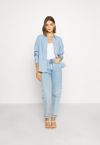 Levi's® - THE RELAXED - Button-down blouse - light blue denim - 1