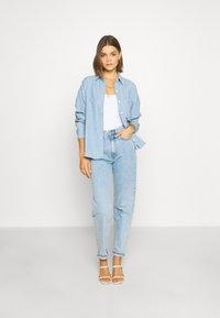 Levi's® - THE RELAXED - Skjorte - light blue denim - 1