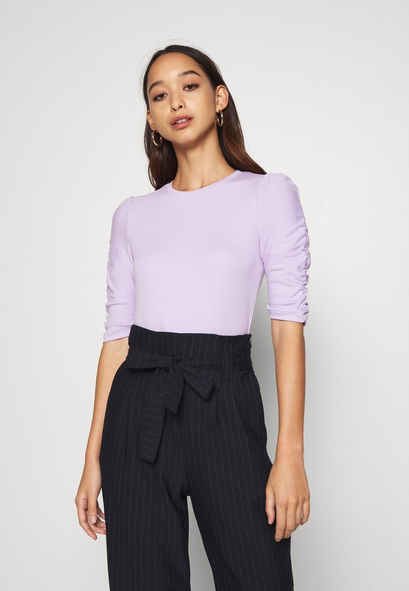 Monki - PIRI - Print T-shirt - lilac