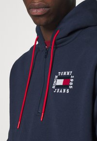 Tommy Jeans - HALF ZIP HOODIE UNISEX - Sweatshirt - twilight navy - 3