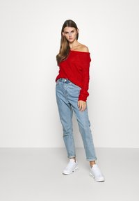 Missguided - OPHELITA OFF SHOULDER JUMPER - Trui - red - 1
