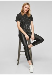 comma - Print T-shirt - black - 4