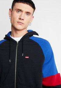Levi's® - PIECED FULLZIP HOODIE - Collegetakki - hoodie black/ sodalite - 3