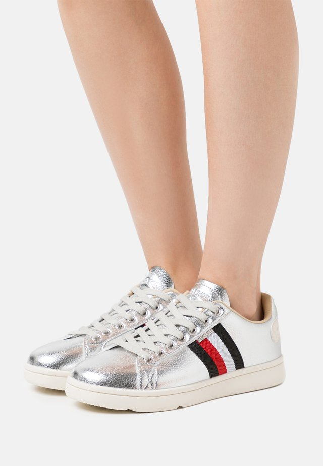 VINTAGE TENNIS TRAINER - Sneakers basse - silver