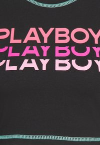 Missguided - PLAYBOY TRIPLE LOGO CONTRAST STITCH CROP - T-shirt à manches longues - black - 2