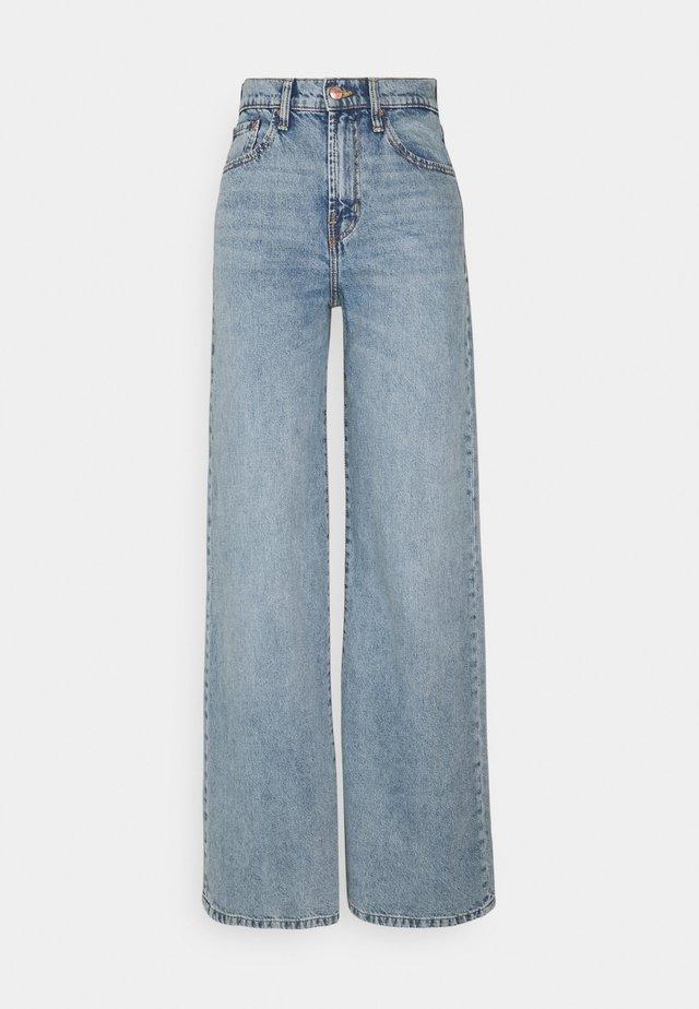 ONLHOPE LIFE WIDE - Flared jeans - light blue denim