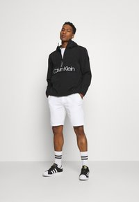 Calvin Klein - SMALL LOGO - Shorts - white - 1