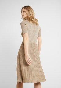Lauren Ralph Lauren - DRESS - Strikkjoler - gold - 2