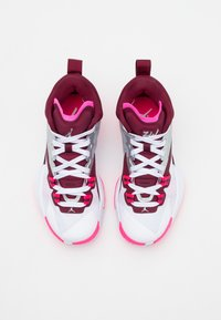 Jordan - ZION 1 UNISEX - Basketball shoes - dark beetroot/metallic red bronze/sweet beet/sesame/pink blast/grey fog - 3