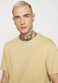 YOURTURN - UNISEX - T-shirt - bas - tan - 3