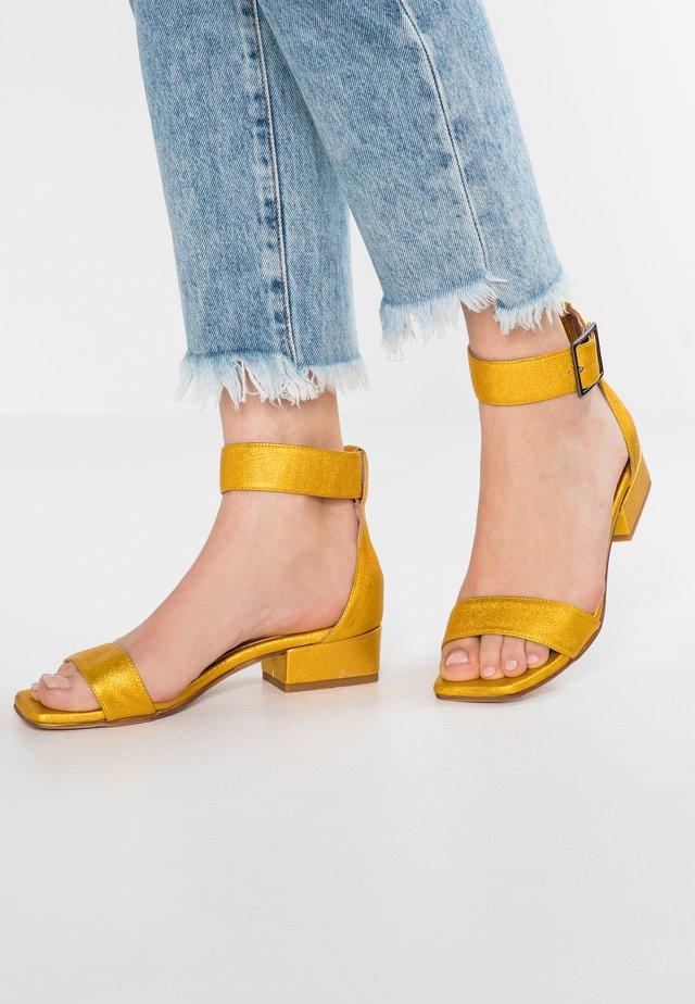 Sandaler - brooklyn amarillo