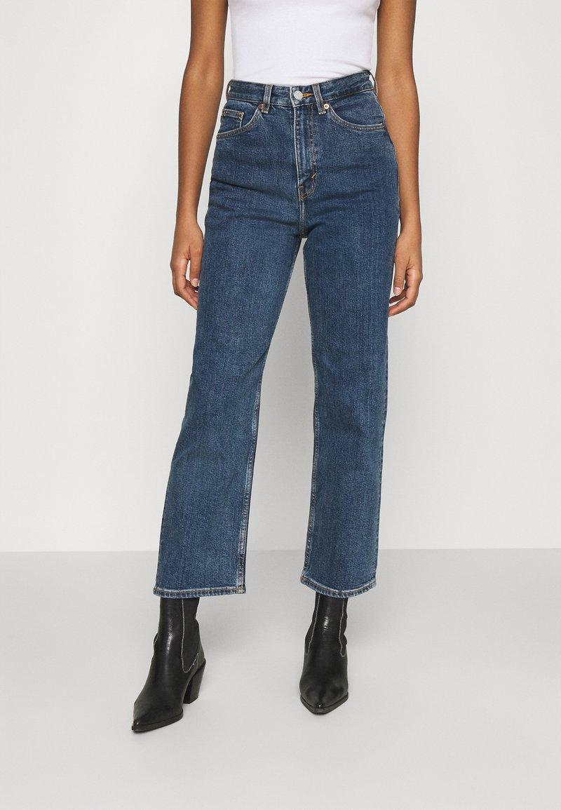Monki - ZAMI LA LUNE - Straight leg jeans - blue medium dusty