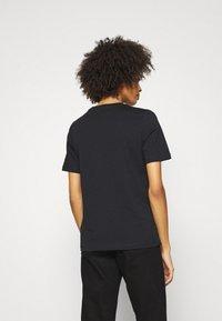 Tommy Hilfiger - REGULAR OPEN SCRIPT TEE - Print T-shirt - black - 2