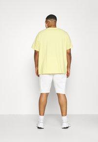 Shine Original - Shorts - off-white - 2