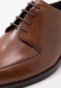 JOOP! - PHILEMON PISTA LACE UP  - Elegantní šněrovací boty - cognac - 5