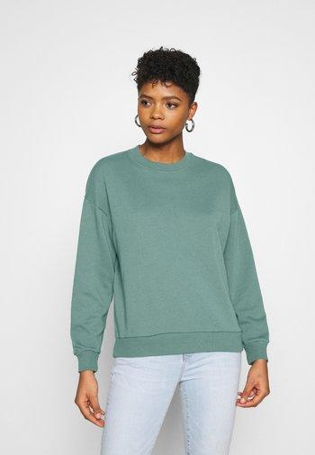 KEY ITEM CREW SOLID - Sweatshirt - green