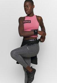 Nike Performance - 365 7/8 HI RISE - Punčochy - black/white - 3