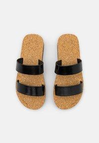 flip*flop - PLATEAU CORGI - Mules - black - 5